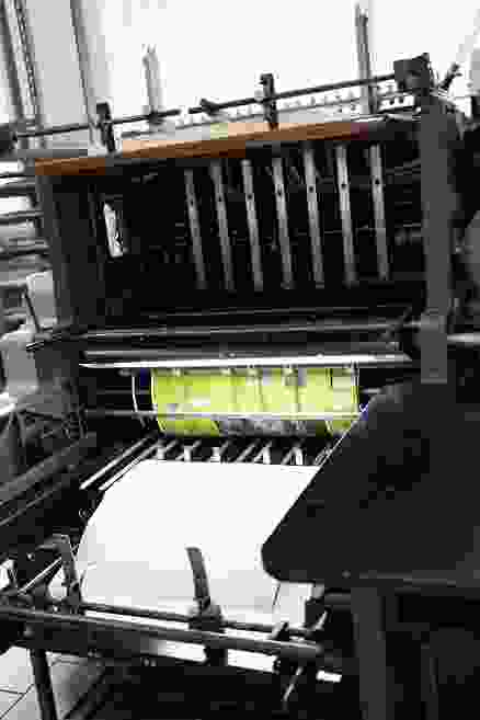 Formbeschnitt/Stanzung der Drucke für Puzzle- und Spiele-Schachteln