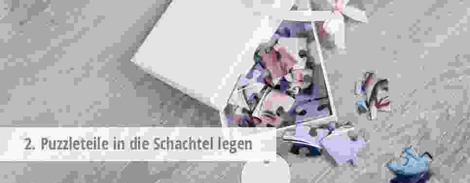 2. Puzzleteile in die Schachtel legen